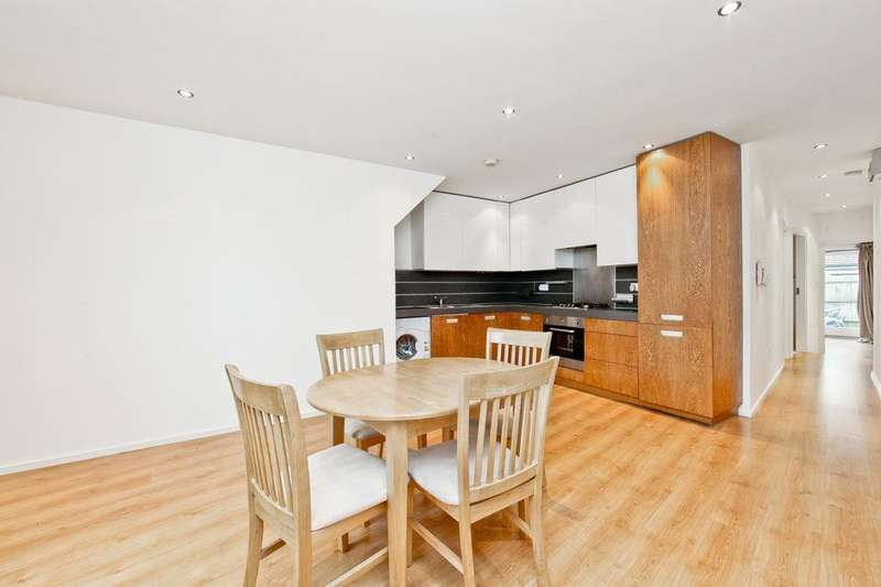 2 Bedrooms Flat for sale in Blackshaw Road, London SW17