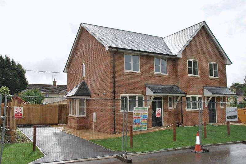 3 Bedrooms Semi Detached House for sale in Holders Road, Amesbury