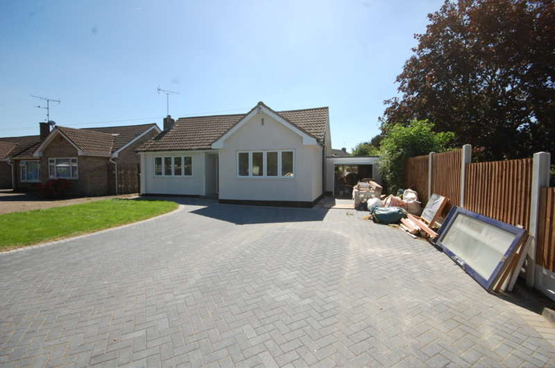 3 Bedrooms Detached Bungalow for sale in Tavistock Road, Old Springfield, Chelmsford, CM1