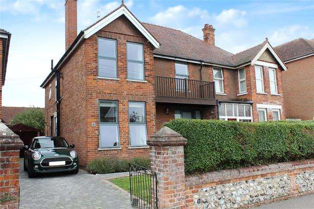 4 Bedrooms Semi Detached House for sale in Goda Road, Littlehampton, West Sussex, BN17