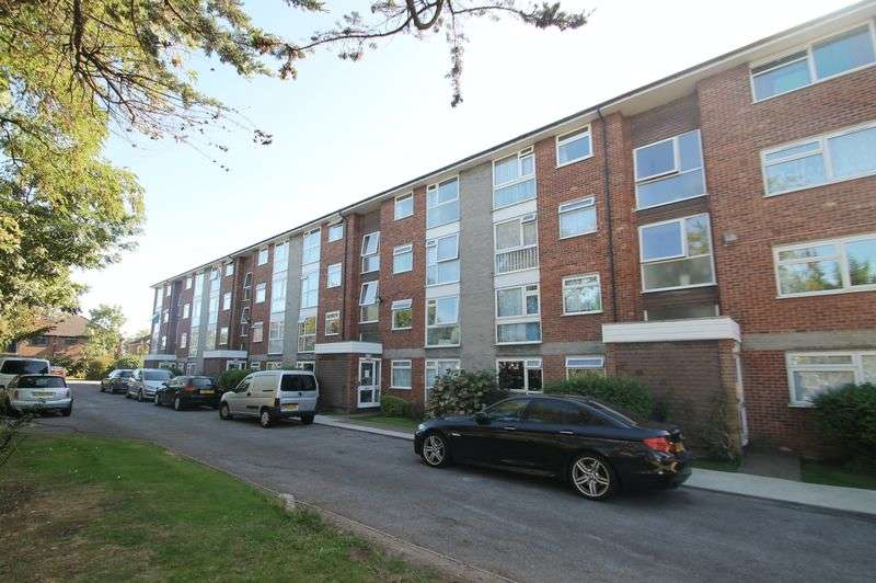 2 Bedrooms Flat for sale in Sycamore Close, Northolt, Middlesex