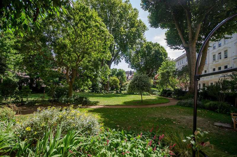 2 Bedrooms Maisonette Flat for sale in Earls Court Square, Earls Court, SW5