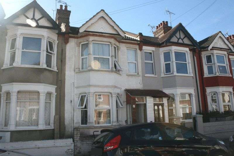 3 Bedrooms Terraced House for sale in Rochford Avenue, Westcliff-On-Sea