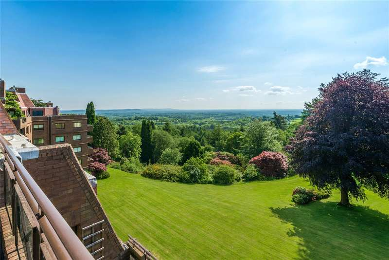 3 Bedrooms Mews House for sale in Maple Lodge, Lythe Hill Park, Haslemere, Surrey, GU27