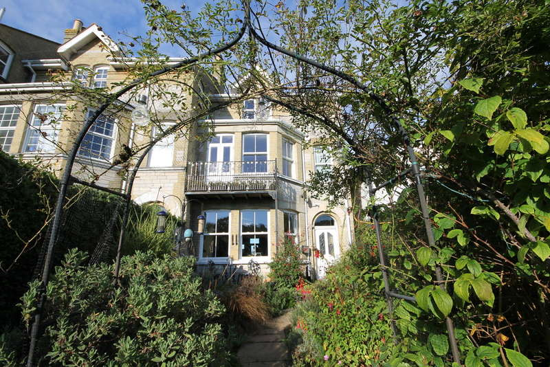 4 Bedrooms End Of Terrace House for sale in Freshwater Bay, Isle of Wight
