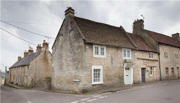 2 Bedrooms Terraced House for sale in Colerne, NR BATH