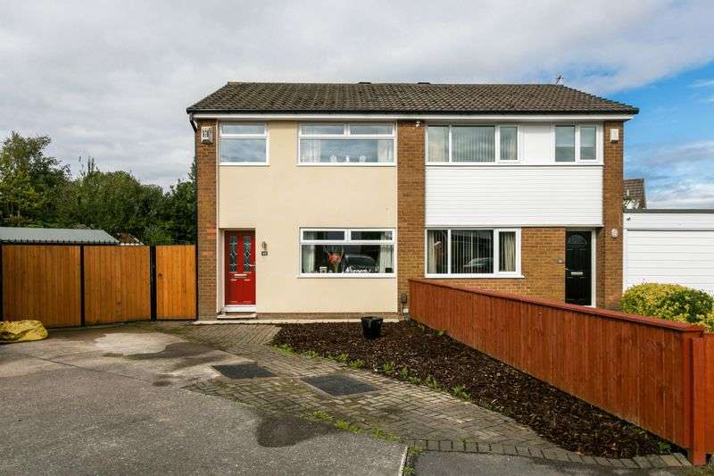 3 Bedrooms Semi Detached House for sale in Stratton Drive, Platt Bridge, WN2 5HR