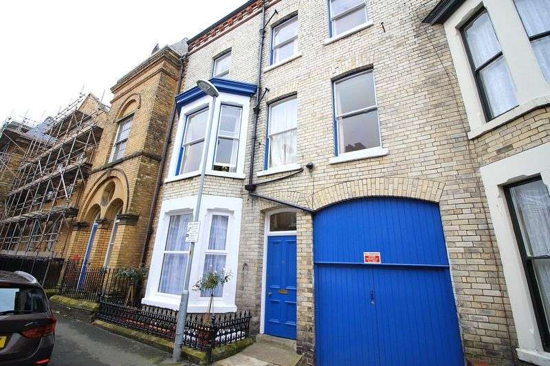 3 Bedrooms Flat for sale in Belle Vue Parade, Scarborough
