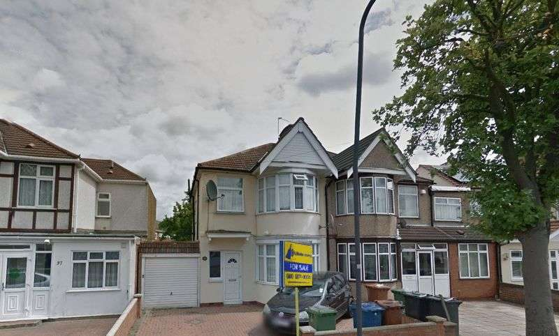 3 Bedrooms Semi Detached House for sale in Kingshill Avenue, Kenton, Middlesex, HA3 8JT