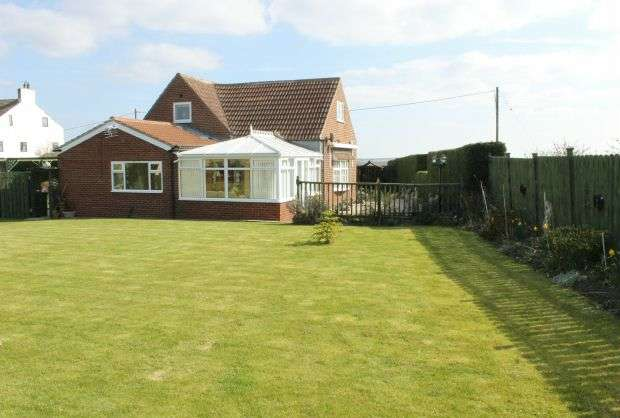5 Bedrooms Detached Bungalow for sale in Freebrough Road, Moorsholm