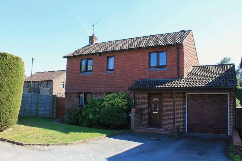 3 Bedrooms Detached House for sale in Orchard Way, Pulborough