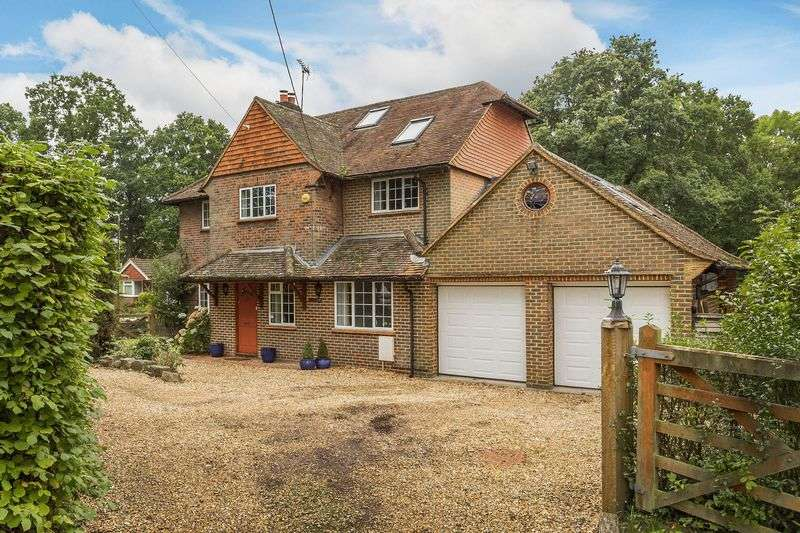 5 Bedrooms Detached House for sale in Glaziers Lane, Guildford