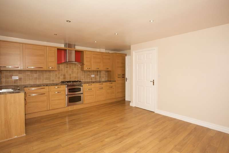 3 Bedrooms Detached House for sale in Wakefield Road, Pontefract, West Yorkshire, WF9