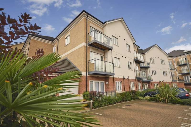 2 Bedrooms Flat for sale in Ley Farm Close, Watford, WD25