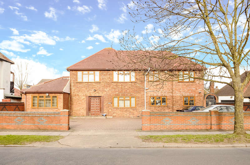4 Bedrooms House for sale in West End Road, South Ruislip, Middlesex, HA4