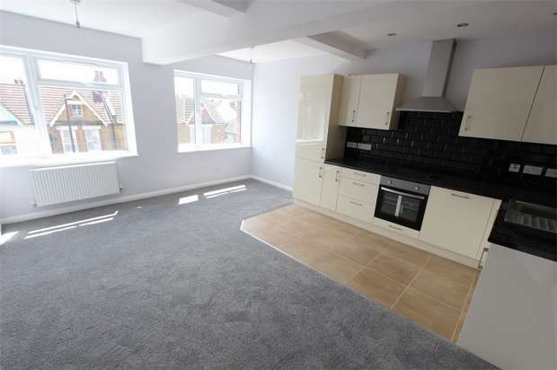 1 Bedroom Flat for sale in Roots Hall House, 16-22 West Street, Southend-on-Sea, Essex