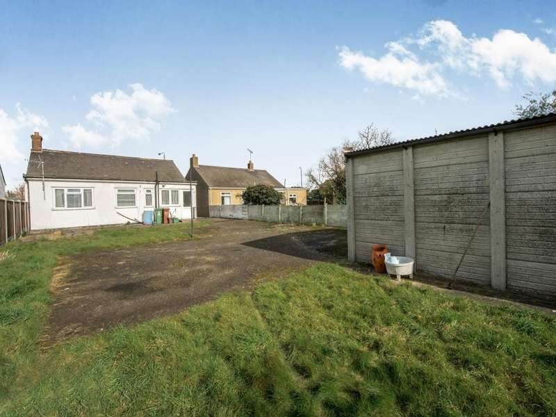 2 Bedrooms Detached Bungalow for sale in Whitehall Lane, Erith, DA8