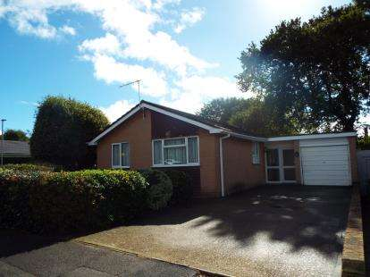 3 Bedrooms Bungalow for sale in Canford Heath, Poole, Dorset