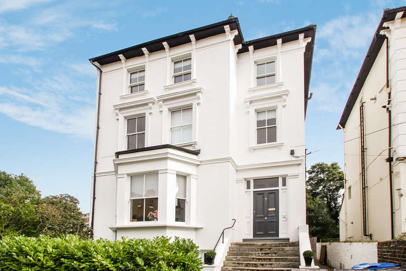 2 Bedrooms Flat for sale in St Philips Road, Surbiton