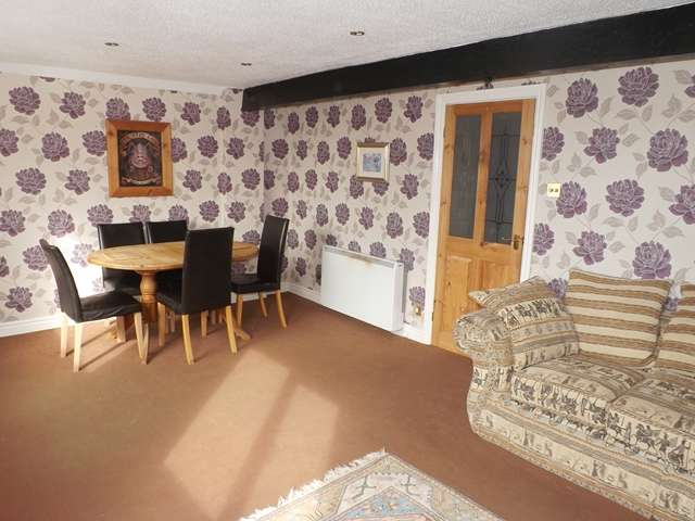 2 Bedrooms Flat for sale in Avon Court, Evesham