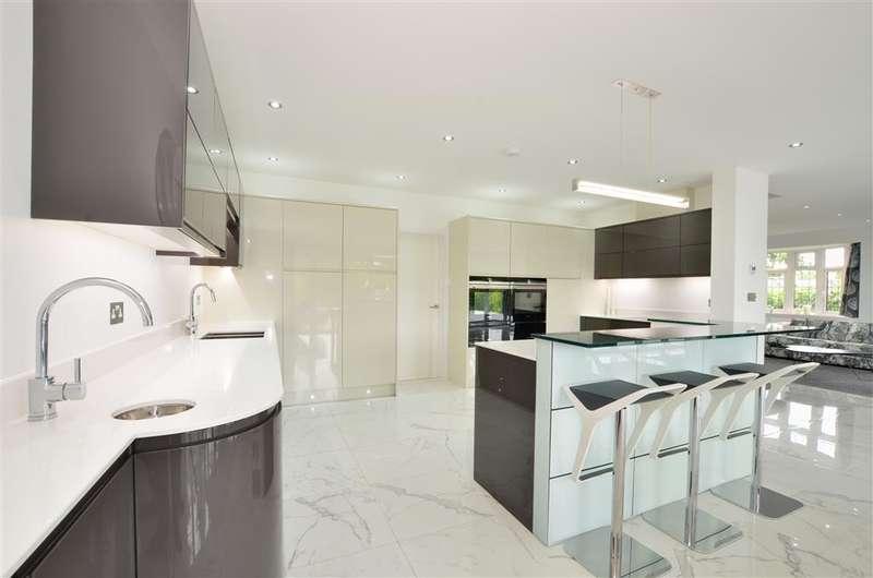 4 Bedrooms Bungalow for sale in Croydon Lane, Banstead, Surrey