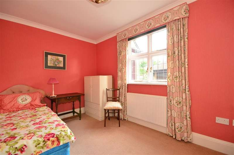 2 Bedrooms Apartment Flat for sale in The Avenue, Chichester, West Sussex