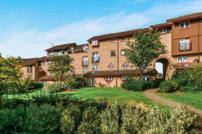 1 Bedroom Flat for sale in Yarwell Court, Highfield Crescent, Kettering, Northamptonshire