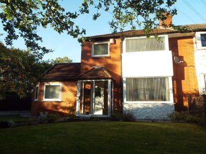 4 Bedrooms Semi Detached House for sale in Warwick Close, Whitefield, Manchester, Greater Manchester