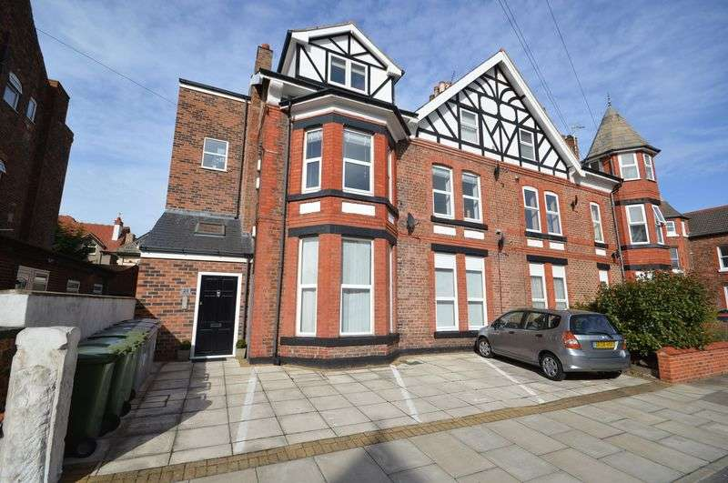 2 Bedrooms Flat for sale in Dunraven Road, West Kirby
