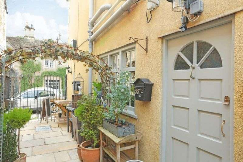 2 Bedrooms Flat for sale in High Street, Corsham