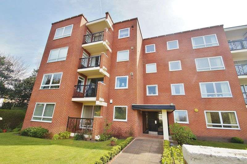 2 Bedrooms Flat for sale in Lulworth Road, Southport