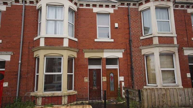 2 Bedrooms Flat for sale in TREWHITT ROAD Heaton