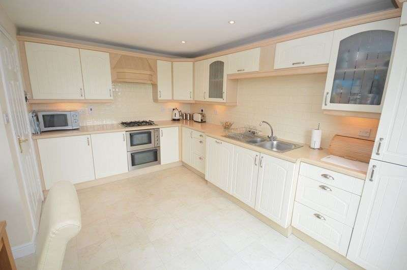3 Bedrooms Terraced House for sale in Lanark Gardens, Widnes