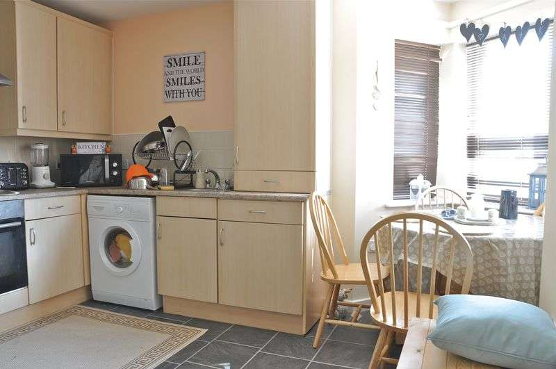 2 Bedrooms Semi Detached House for sale in Holly Close, Bretforton, Evesham, WR11 7GY