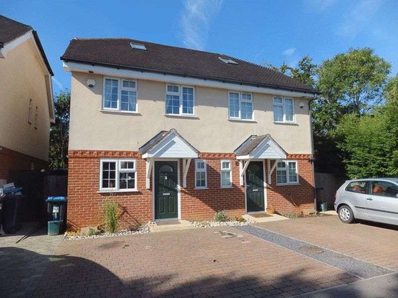 3 Bedrooms Semi Detached House for sale in Hawthorn Close, WARLINGHAM, Surrey