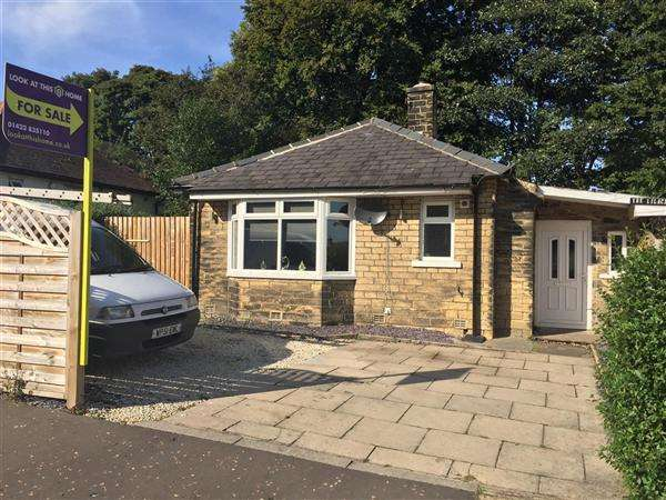 3 Bedrooms Detached Bungalow for sale in The Lilacs, 18 Whiteley Avenue, Sowerby Bridge
