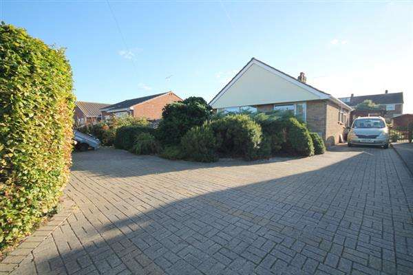 3 Bedrooms Bungalow for sale in Gorse Lane, Great Clacton