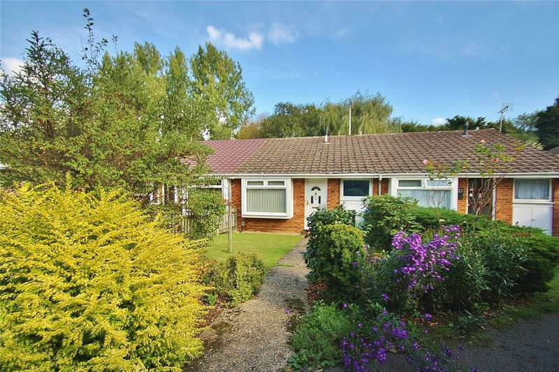 2 Bedrooms Terraced Bungalow for sale in Byron Close, Knaphill, Surrey, GU21