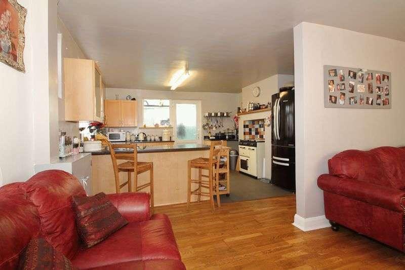 3 Bedrooms Detached House for sale in Hewarts Lane, Bognor Regis