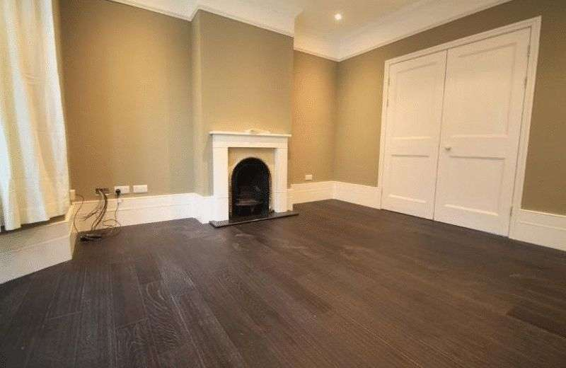 3 Bedrooms Terraced House for sale in An exceptional Victorian end of terrace house in this tree lined street close to amenities and transport links.