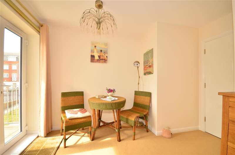 3 Bedrooms Apartment Flat for sale in Medina View, East Cowes, Isle of Wight
