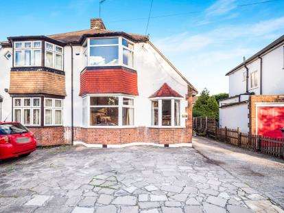 3 Bedrooms Semi Detached House for sale in Chingford, London