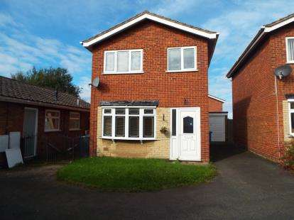 3 Bedrooms Detached House for sale in Huntsmans Rise, Cannock, Staffordshire