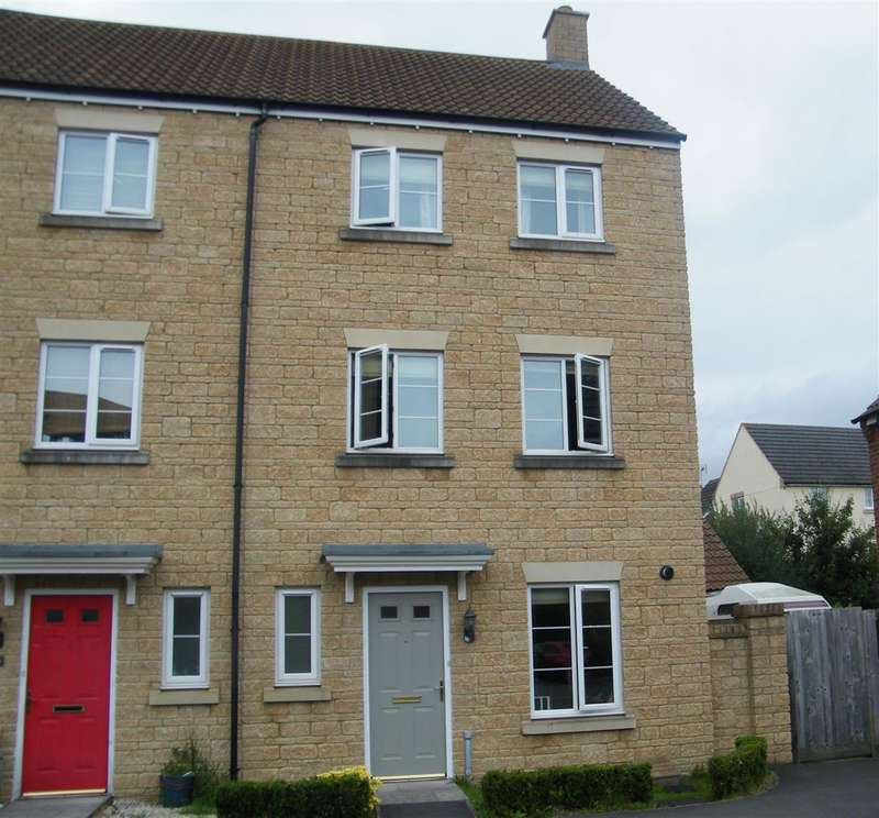 3 Bedrooms Property for sale in Nuthatch Road, Calne