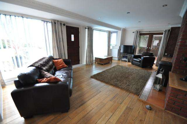 3 Bedrooms Detached Bungalow for sale in Ings Road, Hull, East Yorkshire, HU8 0NP