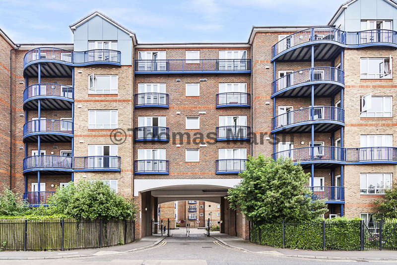 2 Bedrooms Flat for sale in Argent Court, Grays