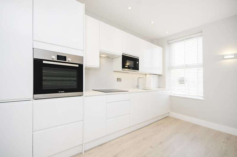 2 Bedrooms Flat for sale in Woodhouse Road, North Finchley, N12