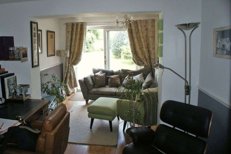 2 Bedrooms Semi Detached House for sale in Hurst, Berkshire.