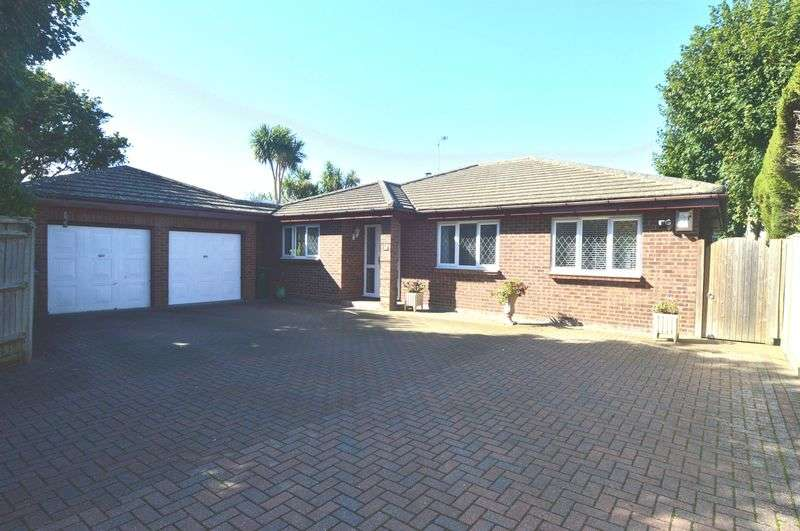 3 Bedrooms Detached Bungalow for sale in Mays Lane, Fareham