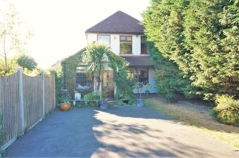 3 Bedrooms Detached House for sale in Blackfen Road, Sidcup